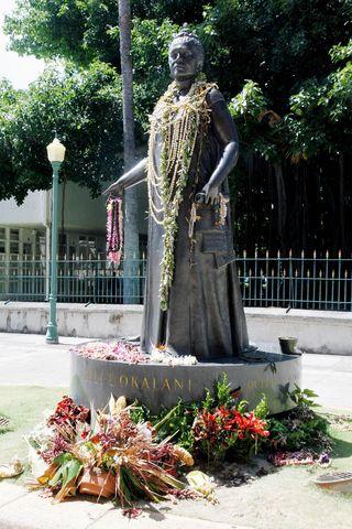 Памятник королеве Лилиуокалани