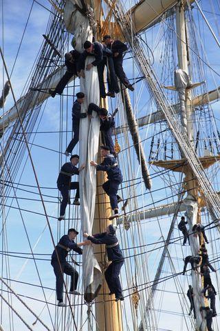 Работа с парусный вооружением — важный аспект учебы на УПС «Паллада»