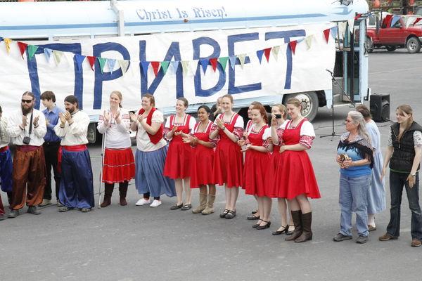 Кадьяк приветствует русских мореплавателей
