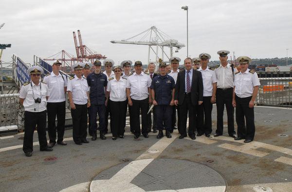 Командный состав УПС «Паллада» на борту фрегата «Mellon» Службы береговой охраны США