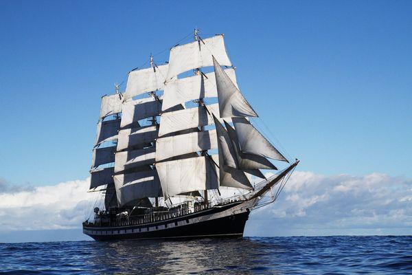 «Паллада» на всех парусах держит курс на порт Владивосток