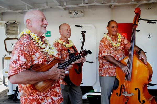 Местные музыканты порадовали всех исполнением веселых  мотивов