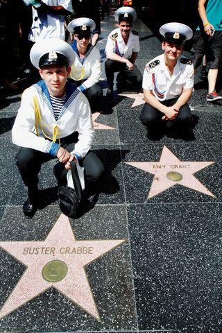 Голливудский бульвар усеян звездами, заложенными в честь знаменитых актеров