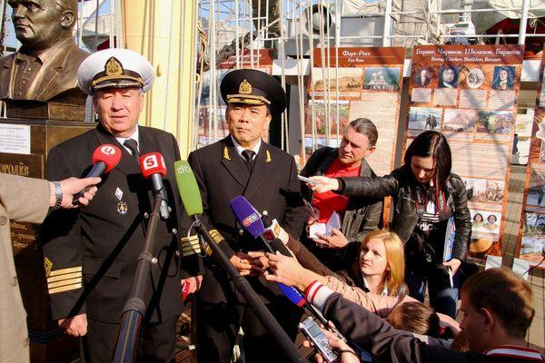 На борту парусника состоялась пресс-конференция с представителями СМИ