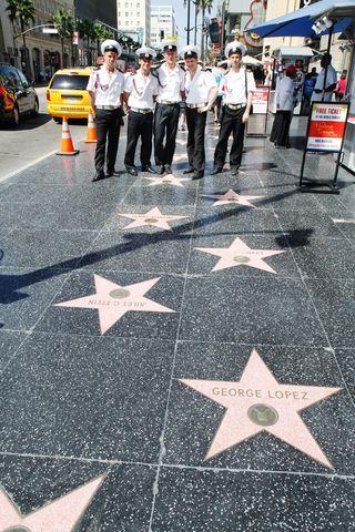Российские курсанты прошлись по голливудскому бульвару